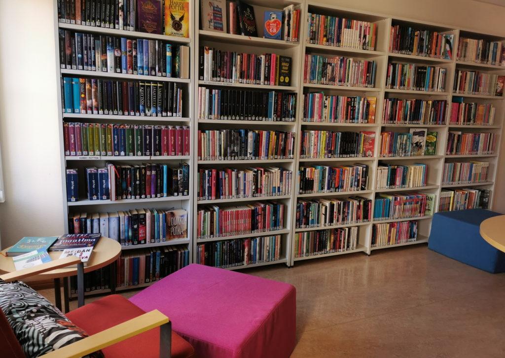 Kirjaston nuortenosasto